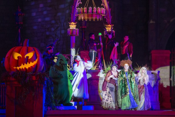 'Hocus Pocus Villain Spelltacular' Debuts at Magic Kingdom Park for Mickey's Not-So-Scary Halloween Party