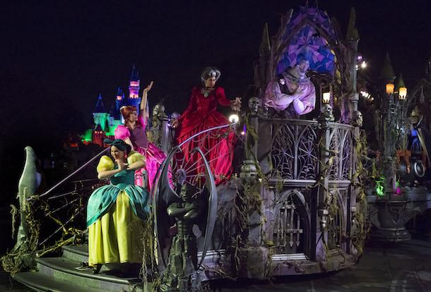 Mickey's Halloween Party Begins Tonight at Disneyland Park; First Look at New 'Frightfully Fun Parade' and Headless Horseman