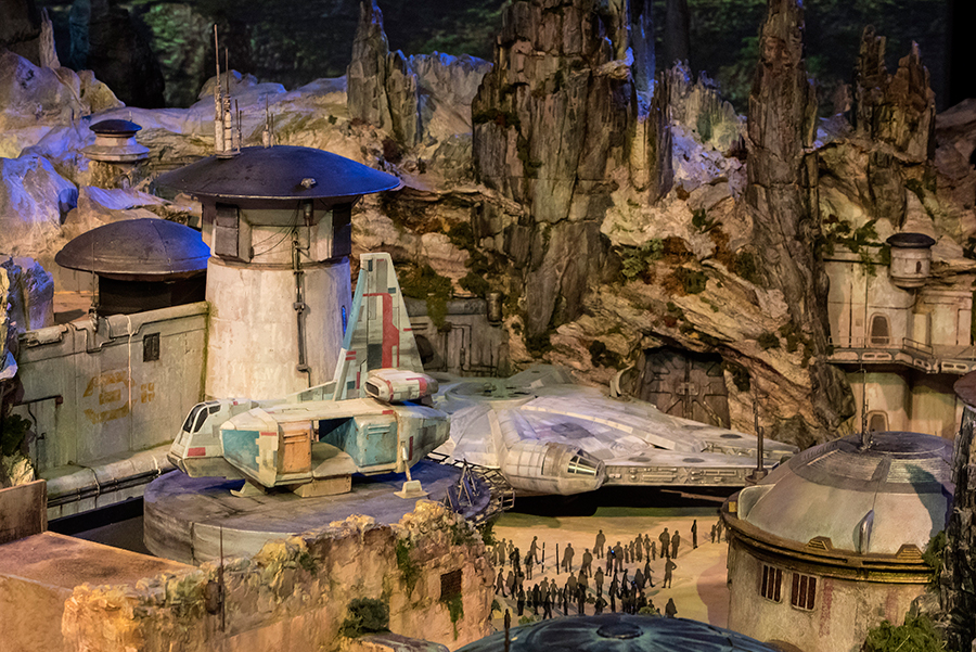 First Look: Disney Parks Unveils the Star Wars-Inspired Land Model