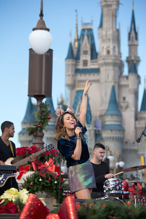 #DisneyFamilia: Telemundo's Un Nuevo Día celebra its first Disney Christmas TV Special!