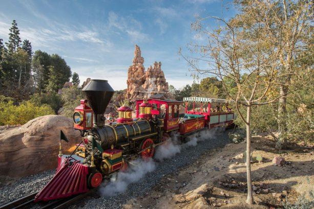 A Walk in the Park: The Disneyland Railroad at Disneyland Park