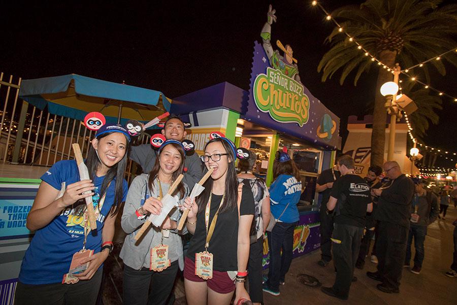 Disney Parks Blog fans enjoying fresh churros
