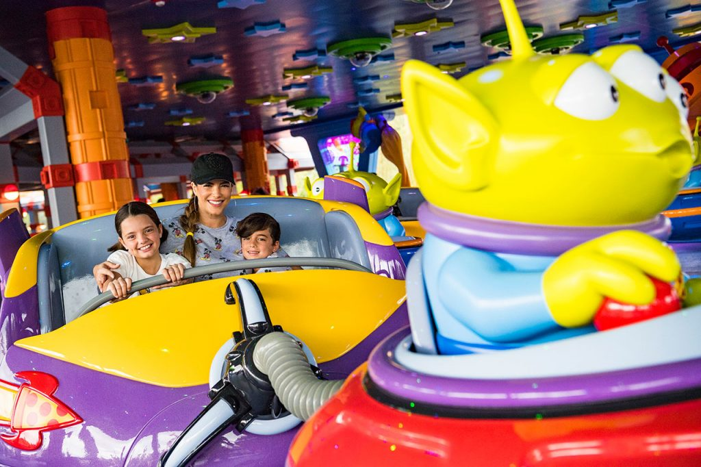 #DisneyFamilia: Honorary jugetes in Toy Story Land!