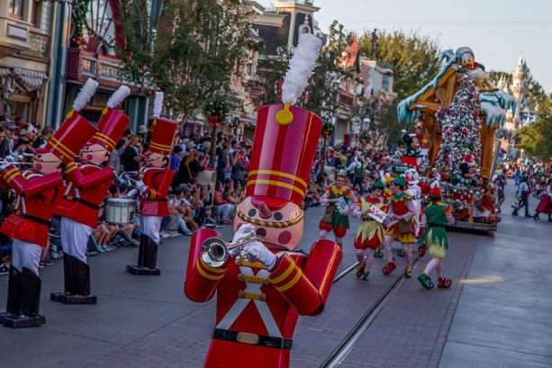 Moms Panel Monday: Tips for Making the Most of the Holidays at the Disneyland Resort with Preschoolers