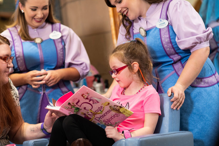 Walt Disney World Resort Helps 6-Year-Old Girl's Cinderella Story Come True