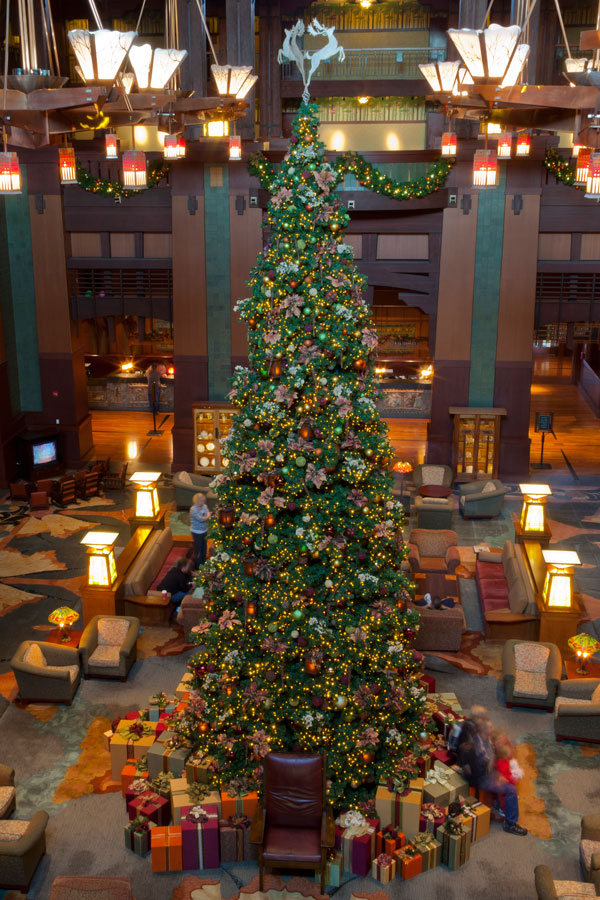 Seven Sparkling Reasons to Stay at the Hotels of the Disneyland Resort This Holiday Season