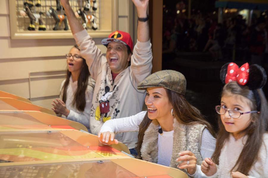 Tune in to Univisión Tonight for 'Countdown Feliz 2019' at Disneyland Resort