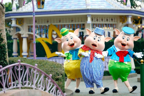 Chinese New Year at Hong Kong Disneyland - The Three Little Pigs – Fiddler, Fifer and Practical in Fantasyland