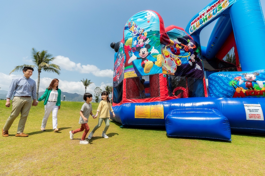 Large-Scale Outdoor Easter Magicarnival at hong Kong Resort