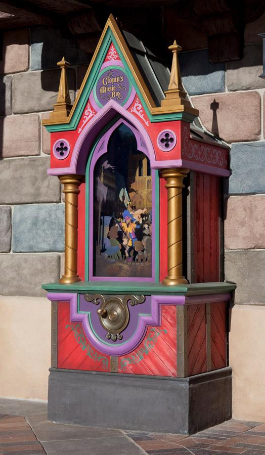 Find Topsy Turvy Fun on April Fools' Day at DisneylandPark