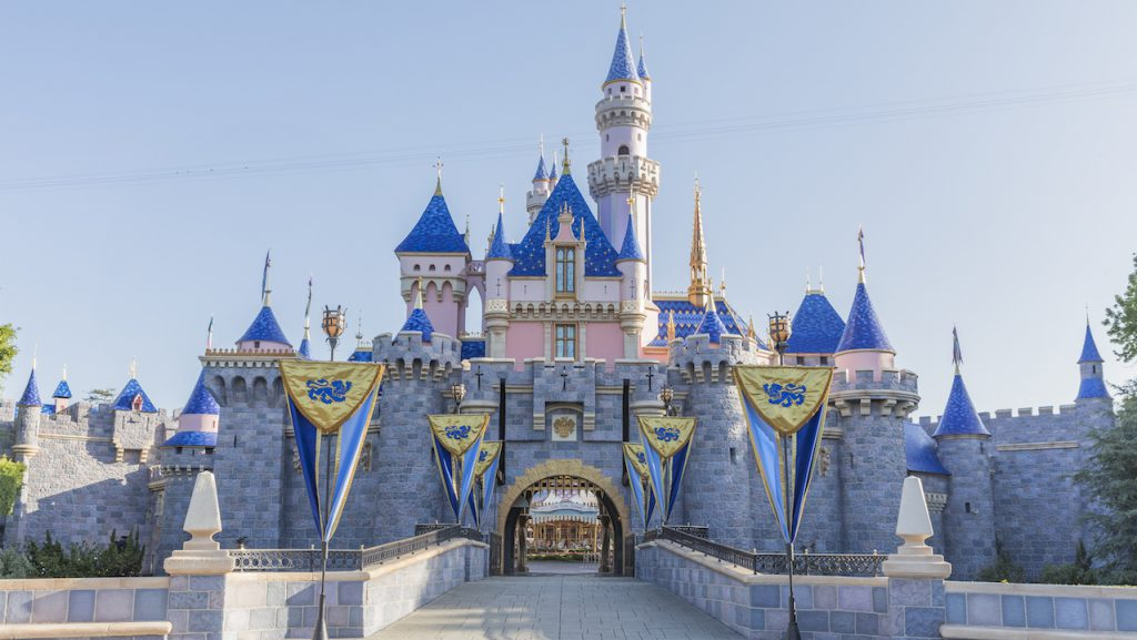 Disney Parks Blog Weekly Recap – #DisneyParksLIVE to Stream Star Wars: Galaxy's Edge Dedication Ceremony, Sleeping Beauty Castle at Disneyland Park Reopens with Stunning Enhancements…
