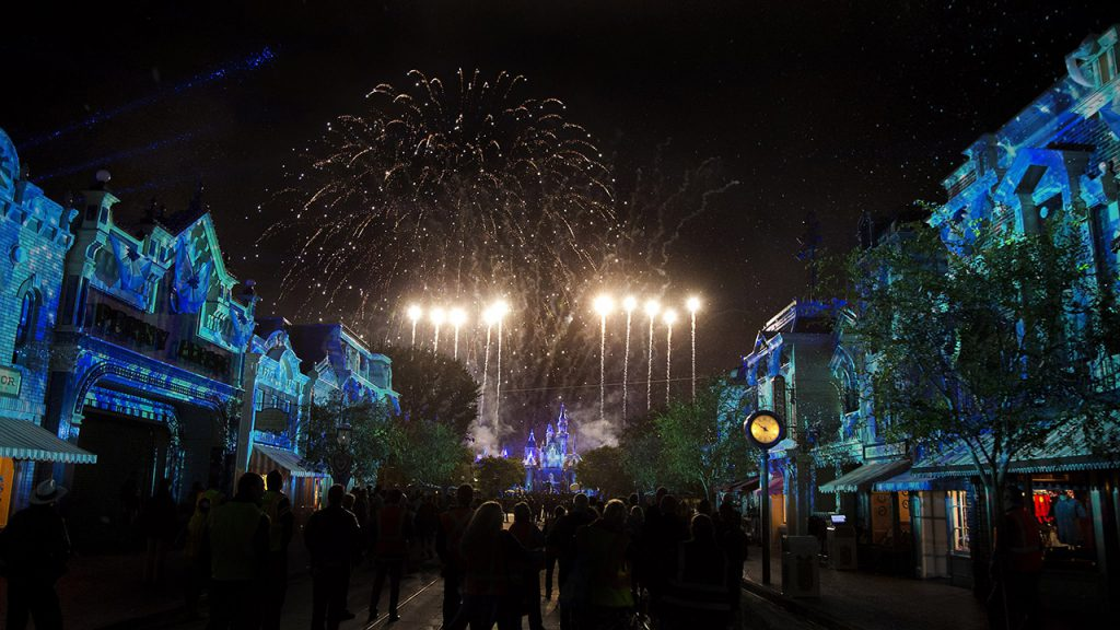 Moms Panel Monday: It's the Most Wonderful Time of the Year to Visit Disneyland Resort