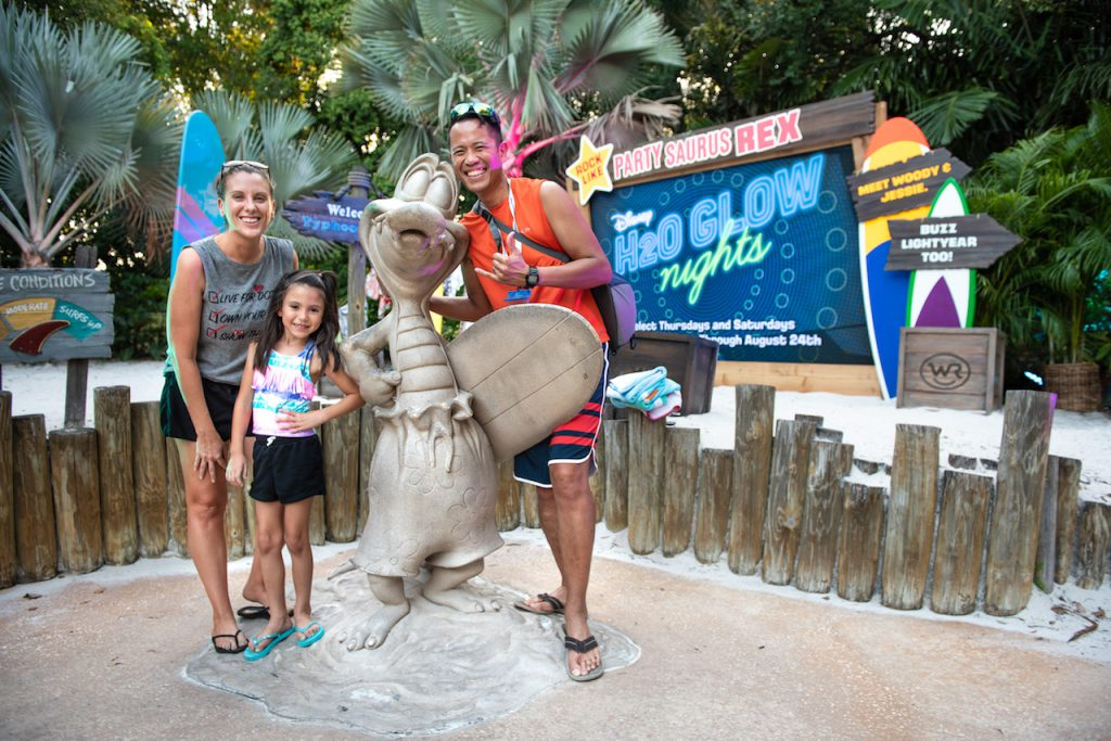 Disney Parks Blog Fans Kick Off Summer With A Record-Breaking Meetup at Disney H2O Glow Nights
