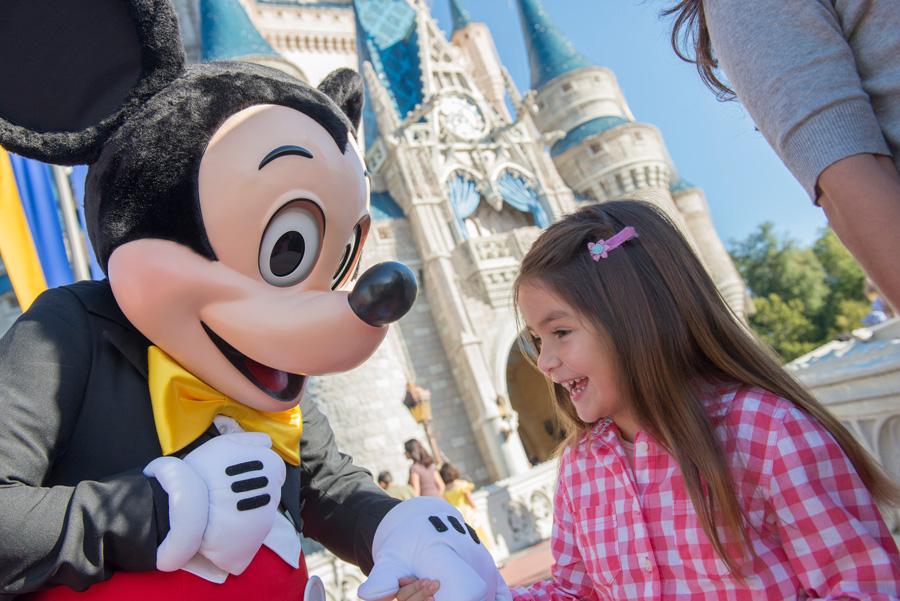 #DisneyFamilia: Disfruta the Magic of the Holidays! (or Enjoy the Magia of the Holidays!)