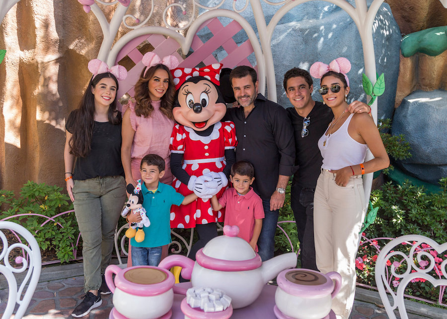 #DisneyFamilia: Mexican Actor Eduardo Capetillo and Actress Bibi Gaitán Celebran Their 25th Anniversary at Disneyland Resort