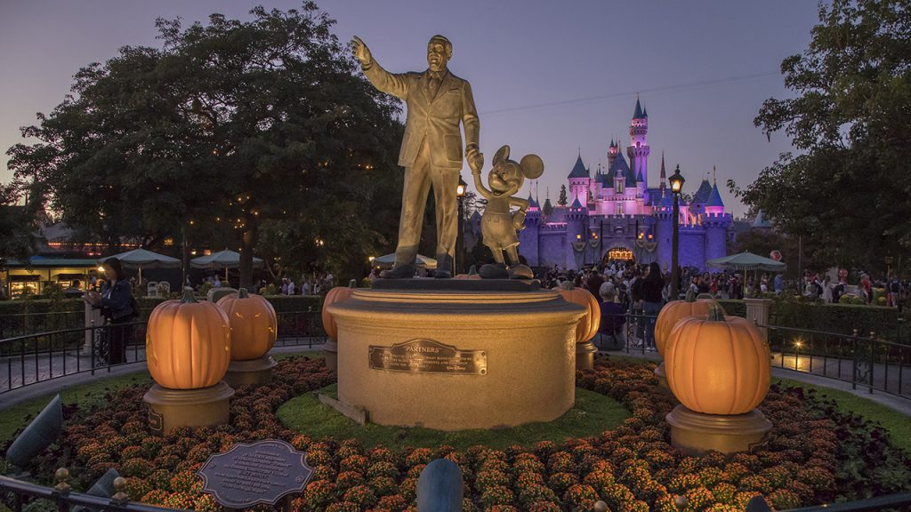 Partners Statue and Sleeping Beauty Castle at Disneyland park