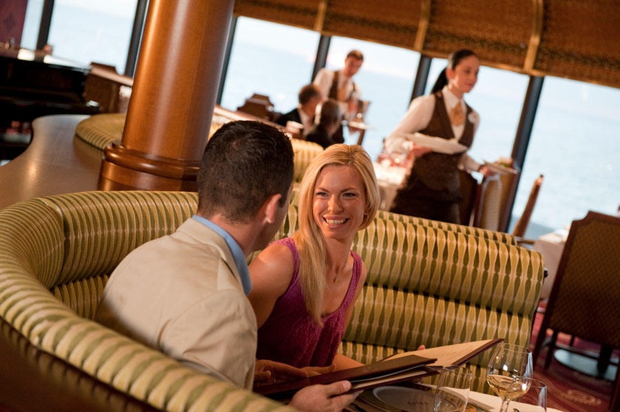 Couple dines at Palo aboard the Disney Dream