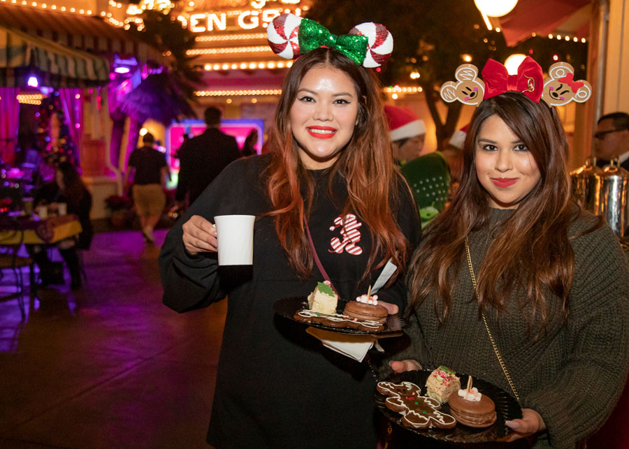 Guests at the Disney Parks Blog Holiday 2019 Meet-Up  were treated to favorite holiday desserts, including Hot Cocoa Marshmallow Macarons, Churros Yule Logs and Mickey Gingerbread Men
