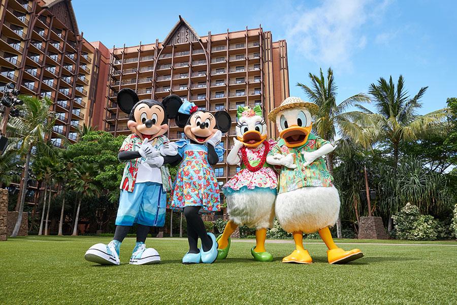 Celebrating the Holidays Hawaiʻi Style, at Aulani, A Disney Resort and Spa