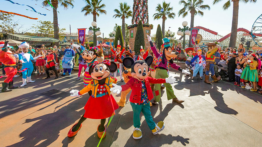 Exploring the Five Senses During the Holidays at Disneyland Resort