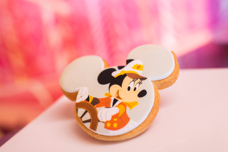 First Look: New Captain Minnie Mouse and Captain Mickey Mouse Cookies
