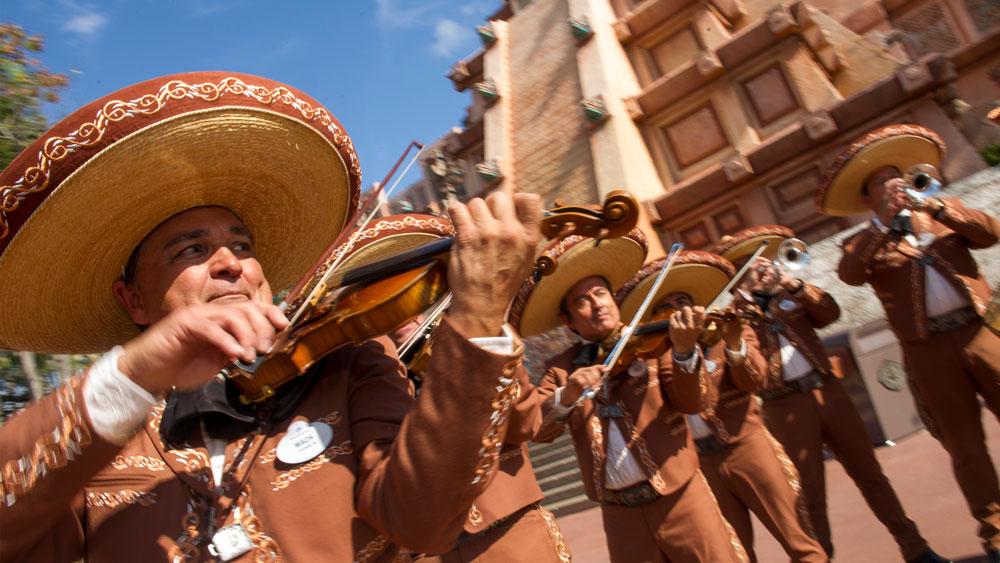 #DisneyFamilia: Mariachi Cobre Presents…The Story of Coco Returns for EPCOT International Flower & Garden Festival!